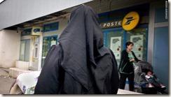 t1larg.burqa.2009.gi.afp