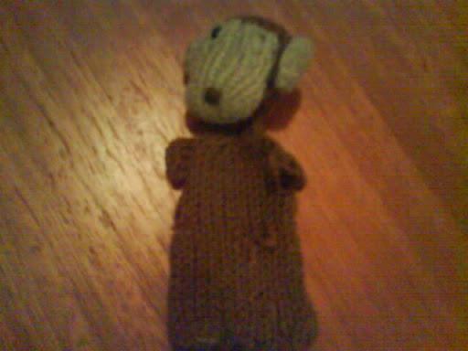 necesito saber si este mono esta hecho con 2 agujas o palillos.y como hacerlo Monito