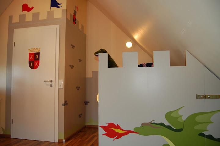 Jungen Lieben Ritter Besonders Wenn Wie Hier Das Bett In Die Wandbemalung Einbezogen Wurde Unter Dem Befindet Sich Eine Prima Ruckzugsmoglichkeit
