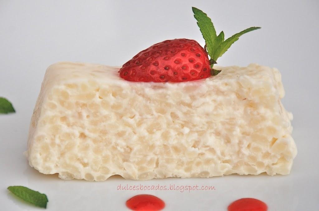 Pastel de arroz con leche y fresas