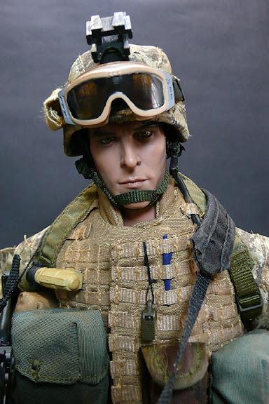 Hot Toys USMC M249 SAW GUNNER