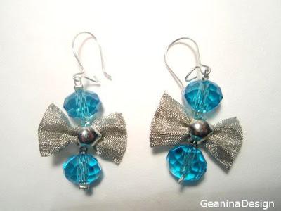 Cercei din cristale Swarovski albastre si fundite metalice dintr-un set ce cuprinde si colier, realizat GeaninaDesign.
