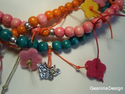 Colier din bile de lemn multicolore cu flori din stofa si fluturi metalici - detaliu, Geanina dizain.