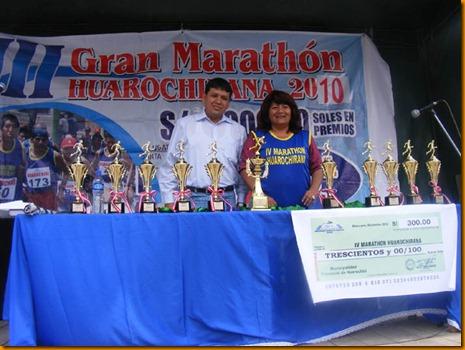 rosita vásquez junto al alcalde electo de santa eulalia, david sánchez, un joven que también practica el deporte y promete incentivar el deporte
