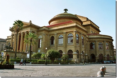 800px-Palermo-Teatro-Massimo-bjs2007-02