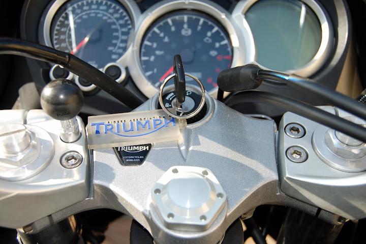 Sat Nav On A 2009 St1050 Triumph Forum Triumph Rat