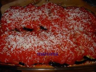 berengenas con tomate en fuente con el queso