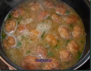 albóndigas de pollo cociendo (9)