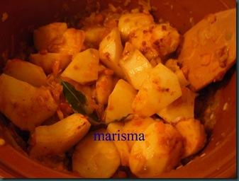 patatas guisadas en barro, rehogando