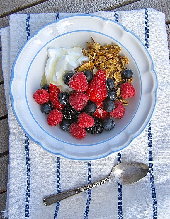 Granola with Yogurt, Berries & Honey
