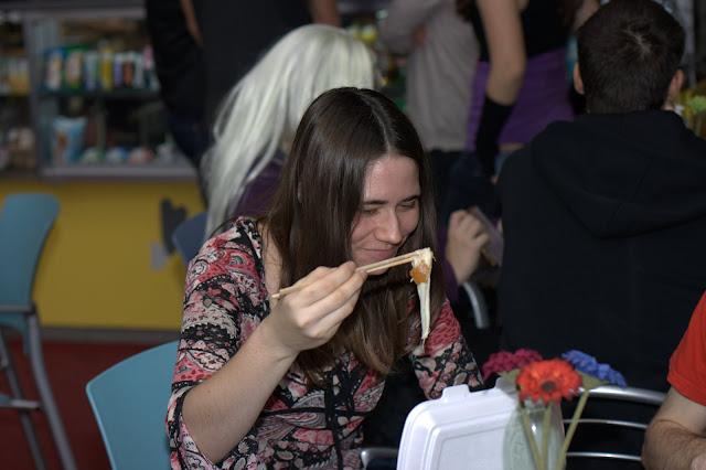 Hůlkami se dá jíst VŠECHNO!