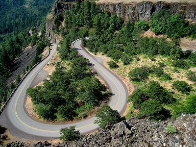 Curves in the old Highway at Rowena Crest