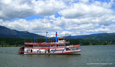 The sternwheel Columbia Gorge coming into the dock at Cascade Locks