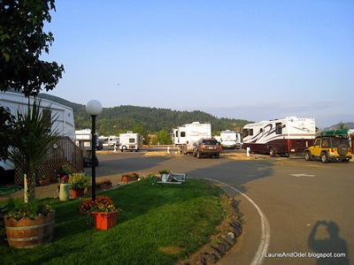 Scoopy in the center at Umpqua Golf and RV Resort
