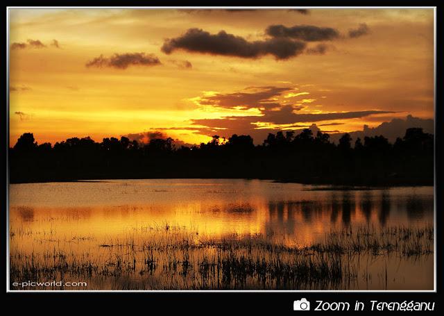 Sunset at Gong Badak picture