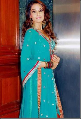 3bipasha basu sexy bollywood actress pictures 230310