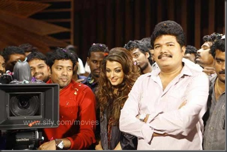 Rajinikanth, Aishwarya and Shankar at the Enthiren party2