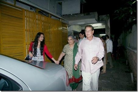 Sonakshi_Sinha_Salim_Salma_Khan_15Jul2010