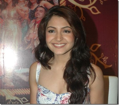 anushka sharma hot images. Anushka Sharma looking sexy at