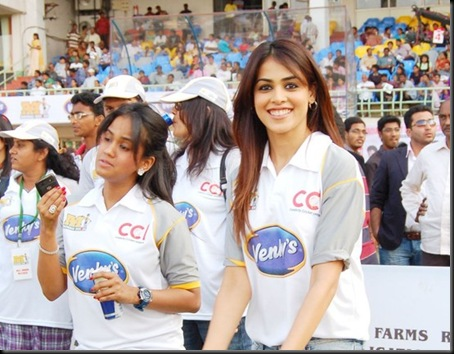 Genelia-cheers-at-Celebrity-Cricket-League-T20-2