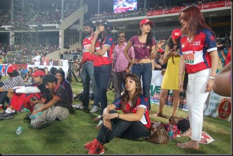 Shriya-Saran-cheers-at-Celebrity-Cricket-League-T20-1