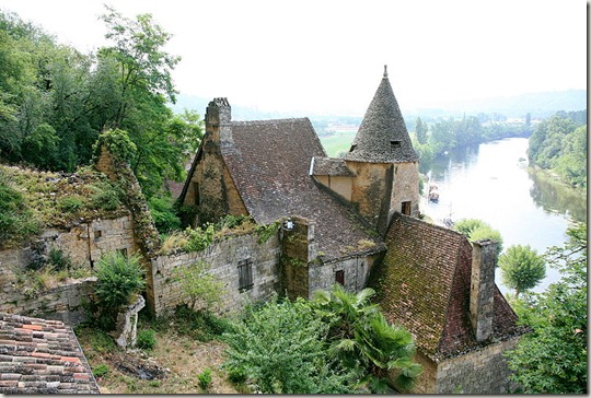 800px-Rural_French_chateau