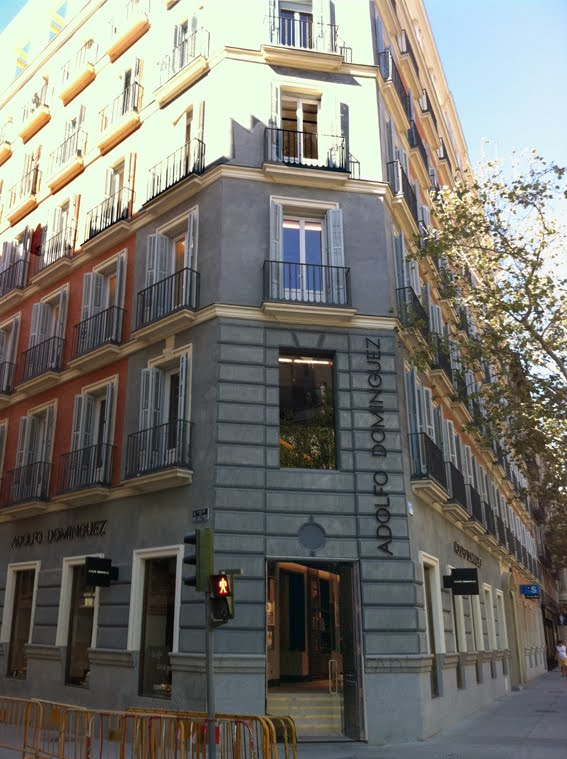 Revisi n interior flagship adolfo dominguez serrano 5 for Adolfo dominguez calle fuencarral 5