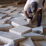 Netejant els laterals de les pedres.jpg