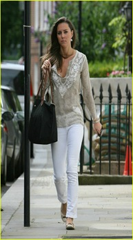 kate-middleton-white-jeans-08