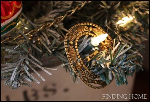 Nativity, vignettes, trees 069