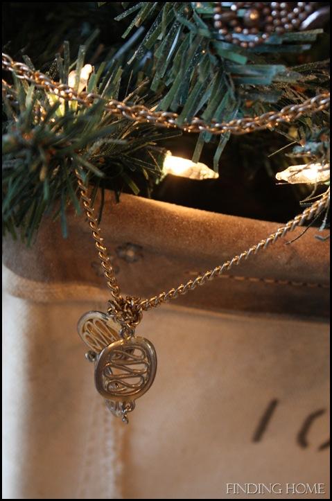 Nativity, vignettes, trees 090