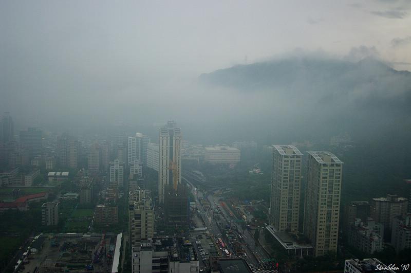 窗外‧台北雨下不停