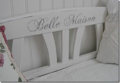 Soffa Belle Maioson närbild text