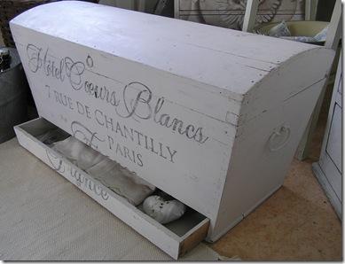 Kista långsmal låda öppen