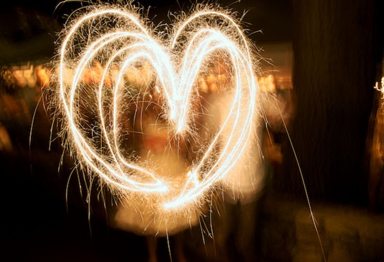 heart-wedding-sparklers