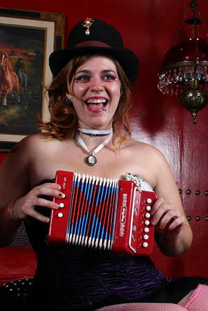 Accordion Chick