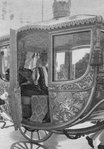 Carruajes, vehículos y veleros reales - Página 3 Teheran20