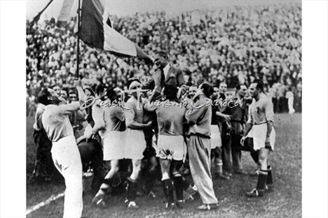 Italy 2 v Czechoslovakia 1. 10th June, 1934. The victorious Italian team carry their coach Vittorio Pozzo