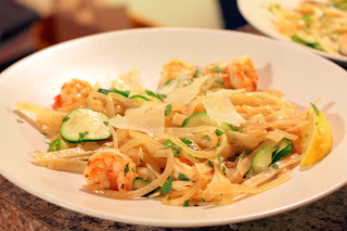 picture of shrimp scampi with zucchini and onions