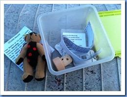 Boxcache mit Tauschgegenständen, Logbuch & Travel Bug
