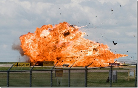Pilot ejects an instant before fighterjet crashes 4