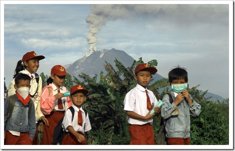 mount sinabung eruption pics
