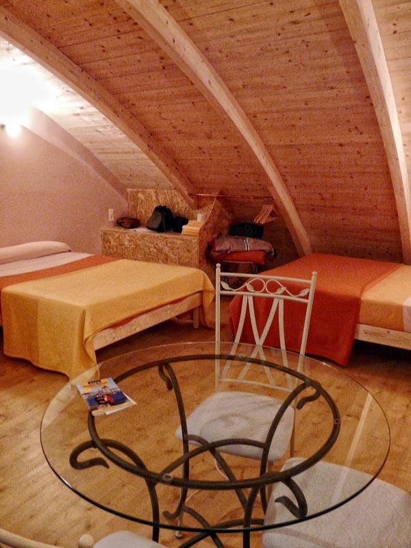Это старейший отель города-курорта - гостиница майори