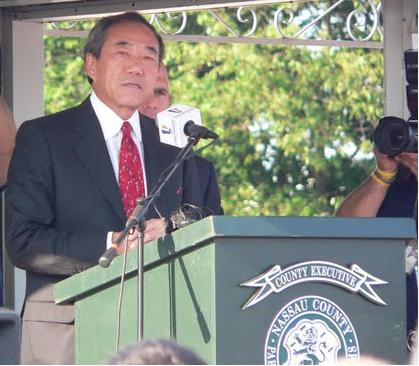October 1, 2009--Charles Wang has spoken passionately about how he wants to give Long Island an identity. With today's announcement of the Lease Agreement with Nassau County, he is one step closer to his goal. (Photo is from the 8/4/09 Pep Rally)