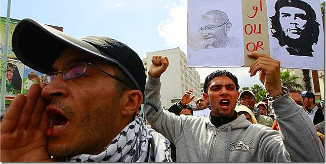 ABDELJALIL BOUNHAR, Marraquech_plusieurs-milliers-de-personnes-ont-manifeste (Reuters) 25.04.2011