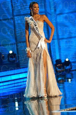 rep dominicana1 Miss Universo 2009: Inspirações para vestidos de madrinha e noiva