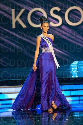 kosovo1 Miss Universo 2009: Inspirações para vestidos de madrinha e noiva