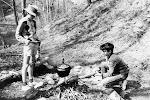 V Malenicích se spalo v tělocvičně, ale vařilo se pod skalou.