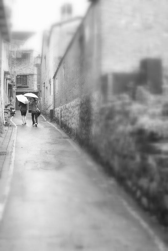 淡水雨中行  交作業