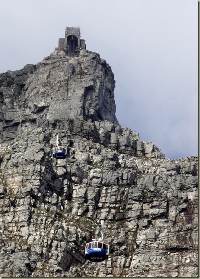 06 Cableway going up to portal Table Mt NP Cape Peninsula ZA (730x1024)
